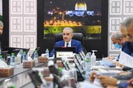 اشتية يطالب بتنفيذ القرارات المختصة بفلسطين ويشيد بقرار شركة بن آند جيري