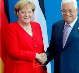 عباس وميركل يناقشان آخر المستجدات على صعيد الساحة الفلسطينية والدولية