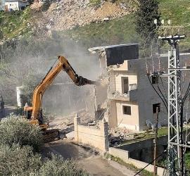 """جيش الاحتلال يشرع بهدم منزل لعائلة """"أبو ريالة"""" شرق القدس"""