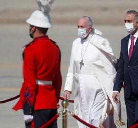 في زيارة تاريخية رغم الوباء والاضطراب الأمني..البابا فرنسيس يصل بغداد