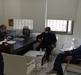 تنمية سلفيت تكثف زياراتها للمؤسسات الخيرية في شهر رمضان وتوفر كرسي كهربائي