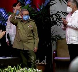 """كوبا: الحزب الشيوعي يناقش الاقتصاد والإنترنت عشية انسحاب """"الرفيق"""" كاسترو"""