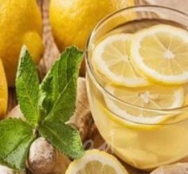 فوائد تناول ماء الليمون المغلي