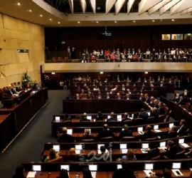 الكنيست الإسرائيلي يصادق على قانون عمل الحكومة بالتناوب