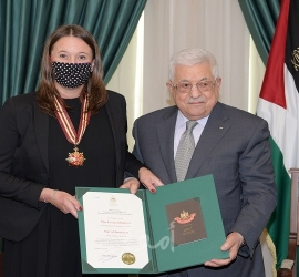 الرئيس عباس يمنح القنصل العام السويدي وسام نجمة القدس