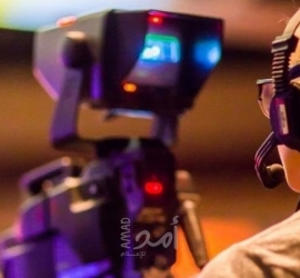 مذيع أخبار يطلب راتبه على الهواء مباشرة أثناء قراءة النشرة - فيديو