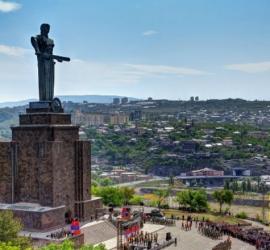 رئيس الوزراء الأرمينى: هناك محاولة انقلاب عسكرى فى البلاد