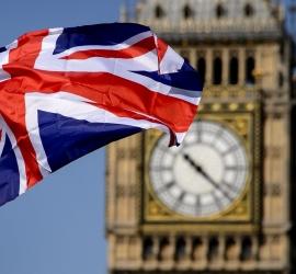 """وزير بريطاني: """"جواز سفر اللقاح"""" قد يساعد في تعافي الاقتصاد"""