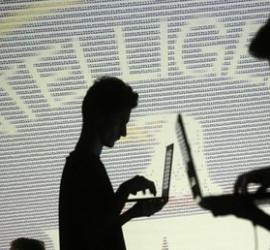 انقطاع خدمة الإنترنت عن عشرات آلاف المشتركين في قطاع غزة
