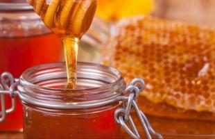دراسة: العسل أفضل من المضادات الحيوية في علاج السعال والبرد