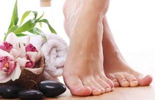 وصفات طبيعية لتفتيح القدمين