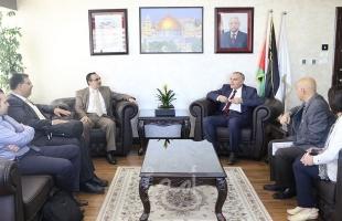 """طلال أبو غزالة تقدم تقريرها النهائي لمشروع """"التقيد باللوائح التنظيمية والقوانين"""""""