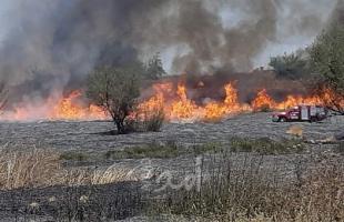 """اشتعال النيران في محيط موقع """"أبو صفية"""" شرق دير البلح بفعل بالونات حارقة"""