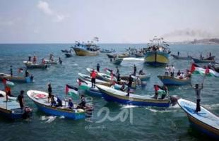 """دون إصابات.. انقلاب """"قاربين"""" في ميناء خانيونس"""