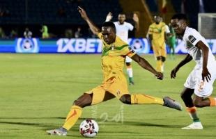 ساحل العاج تهزم مالي وستواجه الجزائر في ربع النهائي في أمم أفريقيا - فيديو