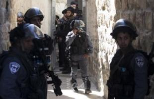 جيش الاحتلال يحتجز عاملين من لجنة إعمار الخليل ويطالبهما بتوفير تصريح عمل