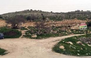 قوات الاحتلال تغلق طريق زراعي بالأتربة والصخور في قلقيلية