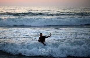 غزة: السياحة تحذر من السباحة في البحر