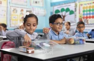 قطر الخيرية توزع وجبات غذائية لطلبة مدارس الأونروا بغزة