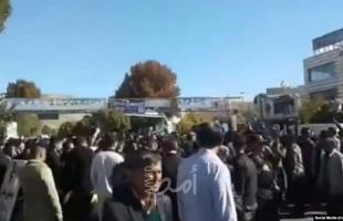 """""""عدونا يوجد هنا""""..إيرانيون يهتفون ضد """"حماس"""" و""""حزب الله""""- فيديو"""