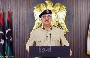 حفتر يدعو الليبيين إلى قرار تاريخي لإدارة شؤون البلاد ويتوعد تحالف السراج