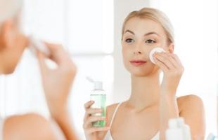 وصفات طبيعية لتنظيف البشرة الدهنية