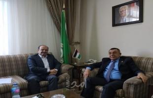 القاهرة: السفير أبو علي والمحمود يناقشان أهداف المرصد الإعلامي