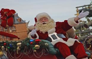شاهد.. سانتا كلوز البرازيلي يفاجئ محبيه بطريقة خارجة عن المألوف!