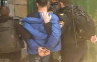 """جيش الاحتلال يعتقل شابين من """"باب الرحمة""""  بالمسجد الأقصى (فيديو)"""