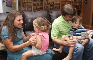 دراسة: منزلك النظيف يهدد أطفالك بمرض مزمن