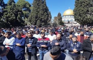 60 ألف مصل يؤدون صلاة الجمعة الثالة من رمضان في المسجد الأقصى