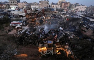 أوقاف حماس توزع مساعدات مالية على أسر ضحايا وجرحى حريق النصيرات