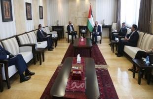 خلال استقباله سفراء عرب..اشتية يؤكد جدية الرئيس عباس باتخاذ قرار وقف الاتفاقيات مع إسرائيل