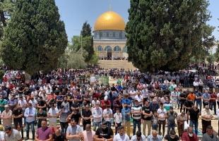 """آلاف المصلين يؤدون صلاة الجمعة في المسجد الأقصى بعد أسابيع من الإغلاق بسبب """"كورونا""""- فيديو وصور"""