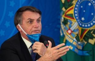 """""""فيسبوك"""" تحجب حسابات مؤيدة للرئيس البرازيلي """"بولسونارو"""""""