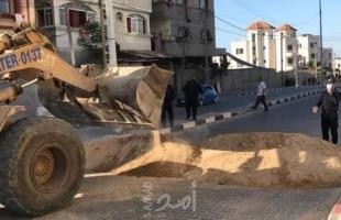 شرطة حماس تغلق شوارع قطاع غزة بالسواتر الرملية والإسمنتية لمنع تفشي كورونا- صور