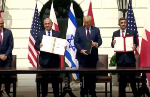 صحيفة إسرائيلية تكشف دور الموساد في اتفاقات التطبيع.. والموقف السعودي منها