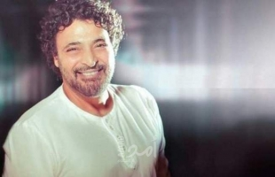"حميد الشاعري يجتاز نصف مليون مشاهدة بـــ ""وانت في حضني"" .. شاهد"