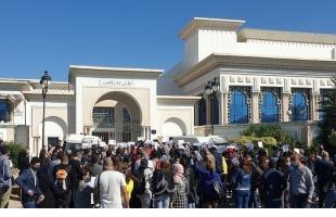 الصحفيون التونسيون يحتجون على تعديل مثير للجدل لقانون خاص بوسائل الاعلام