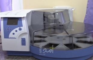 صحة حماس تتسلم جهازاً لفحص المسوحات المخبرية PCR من منظمة الصحة العالمية