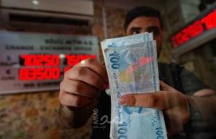 """الليرة التركية تنافس """"البيزو"""" في الإفلاس.. واقتصاديون يكشفون أسباب الانهيار"""