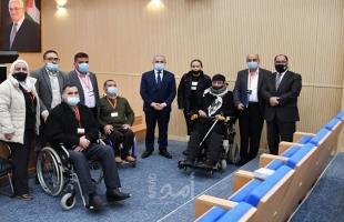 اشتية يوعز بتعديل أنظمة التأمين الصحي لصالح الأشخاص ذوي الإعاقة