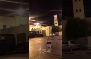 """مسلحون يطلقون النار تجاه مقر """"المقاطعة والمحافظة"""" ومركز للشرطة في جنين-  فيديو"""