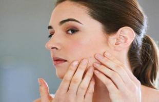 وصفات طبيعية لعلاج ثقوب الوجه