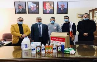 غزة: الهلال الأحمر يقدم مستلزمات طبية ومواد تعقيم للمعاهد الأزهرية