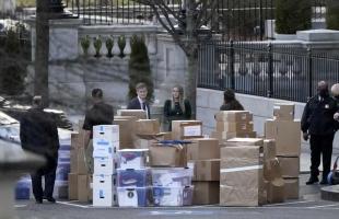 """""""الغارديان"""": موظفون بالبيت الأبيض يرممون سجلات مزقها ترامب ورماها"""