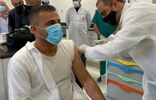 """بدء تطعيم الكوادر الطبية في جنين ضد فيروس """"كورونا"""""""