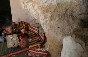 """عائلات فلسطينية تستخدم """"الكهوف"""" كمنازل في الضفة الغربية - فيديو"""