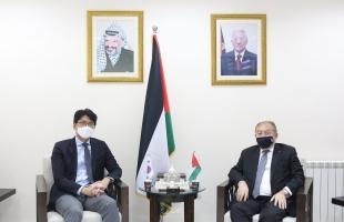 رام الله: وزير الاقتصاد وممثل كوريا الجنوبية يبحثان تعزيز التعاون الاقتصادي بين البلدين