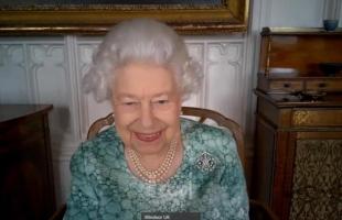 أول ظهور علني للملكة إليزابيث بعد مقابلة هاري وميغان